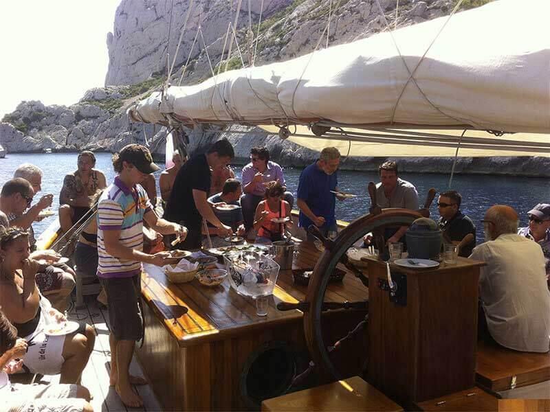 Repas à bord du bateau